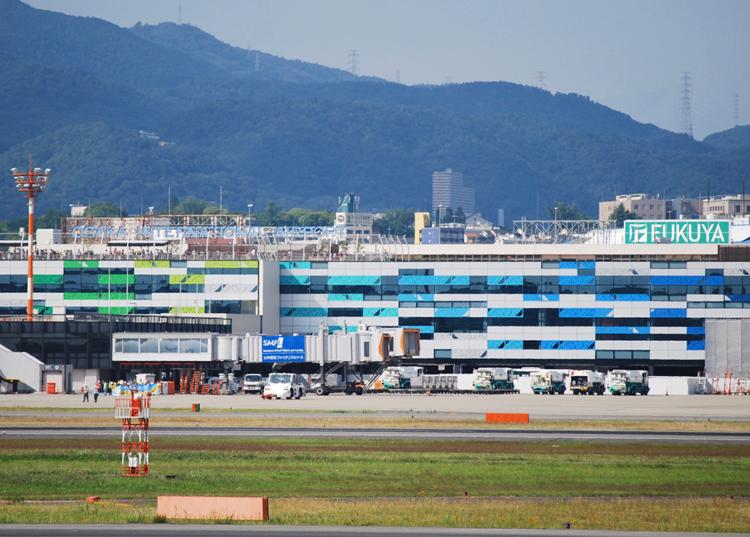 デュウェル智紗《Line x Line》@ 大阪国際空港